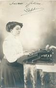 NICE Jeune Femme Dactylographe Machine à écrire Carte-photo - Sonstige