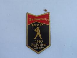 Pin's BASE BALL, BATEUR BUDWEISER - Baseball