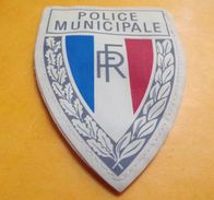 POLICE MUNICIPALE, écu Tricolore, Sigle R.F, 125 X 90 Mm Plastifié, OBSOLETE. BON ETAT VOIR PHOTO . . POUR TOUT RENSEIGN - Scudetti In Tela