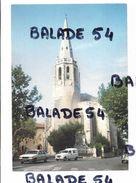 CPM - MONTFAVET (84) Eglise (voitures Devant) - France