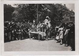 Photo Originale THANN Fêtes De La Libération 30 Juin1945 Militaria Cérémonie Religieuse Devant Le Monument Chardon - Krieg, Militär