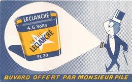 France Buvard  Pile Leclanché ( Pliure ) 21 Cm X 13,5 Cm - Piles