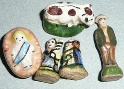 Lot De 4 Anciennes Fêves En Céramique émaillée, Vache Jésus Paysans, Porcelaine - Olds