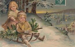 Deux Enfants Sur Une Luge Dans La Montagne, Qui Emportent Un Sapin De Noel, Paysage Sous La Neige  (illustration) - Szenen & Landschaften