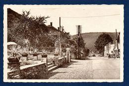 Alle-sur-Semois. Entrée Du Village. Pompe Esso. Bazar. 1952 - Vresse-sur-Semois