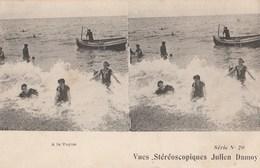 CPA  STEREO JULIEN DAMOY A LA VAGUE - Cartoline Stereoscopiche