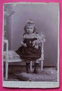 Fifille Jeune Enfant Et Sa Poupée Photo Ancienne éditeur Photographie Nouvelle à Béziers 15.3x10.4cm - Anciennes (Av. 1900)