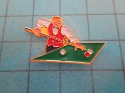 Pin515b Pin's Pins / SPORTS : BILLARD SPORT DE GARCON DE BAR ! BOULES ET QUEUE  ; Rare Et De Belle Qualité !! - Billiards