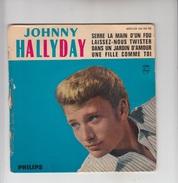 DISQUE VINYL / JOHNNY HALLYDAY - SERRE LA MAIN D'UN FOU - LAISSEZ NOUS TWISTER - Rock