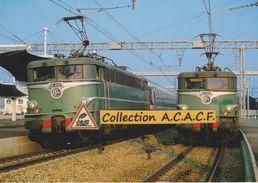 Deux BB 25200 Avec Leur Train Respectif, En Gare Du Mans (72) - - Trains