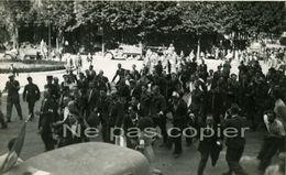 PARIS LIBERATION Prisonniers Allemands Place Hôtel De Ville 25 Août 1944 WWII - Krieg, Militär