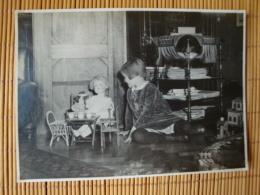 Schönes Altes Weihnachtsfoto Von 1928, Größe Ca. 17,0  Cm X 12,0 Cm, Mädchen Mit Puppe, Puppenmöbel - Weihnachten