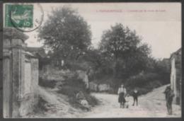 02   MONAMPTEUIL  :  ENTREE  PAR  LA  ROUTE  DE  LAON   .  (  2  SCANS R° V°  ) . - Autres Communes