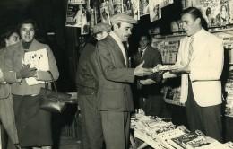 Argentine Buenos Aires Pedro Manfredini Au Marchand De Journaux Ancienne Photo 1959 - Sports
