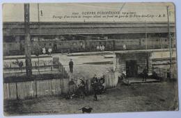 Passage D'un Train De Troupes Allant Au Front En Gare De St-Pierre-des-Corps - Animée - Plis D'angle - (n°8702) - Guerre 1914-18