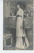 """FEMMES - FRAU - LADY - TABLEAUX - SALON 1910 - """"Jeune Femme En Vert """", Par JEAN GABRIEL DOMERGUE - Women"""