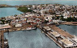 1 AK Senegal * Blick Auf Dakar Und Den Hafen - Luftbildansicht * Karte Aus Den 50iger Jahren - HOA-QUI Karte * - Senegal