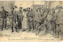 CPA N°7373 - GROUPE DE SOLDATS ALLEMANDS FAITS PRISONNIERS PAR UN DETACHEMENT DE DRAGONS FRANCAIS - MILITARIA 14-18 - Guerre 1914-18