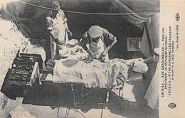 TURQUIE - Militaria - 1914-15 - AUX DARDANELLES - Dans Une Ambulance, Un Chirurgien Au Travail - Turchia