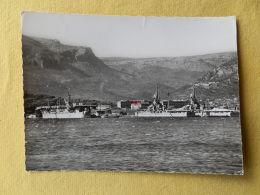 Dep 83 , Cpsm   TOULON , 74.19 , Batiments De Guerre Dans L'arsenal (237) - Toulon