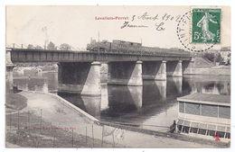 CPA Levallois Perret 92 Hauts De Seine Pont Chemin De Fer Train Locomotive à Vapeur - Levallois Perret