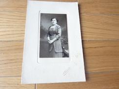PHOTO ANCIENNE PHOTOGRAPHE PIERRE PETIT UNE FEMME  BELLE TENUE - Personnes Anonymes