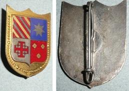 Rare Ancienne Broche En Métal Doré émaillé, Ecusson Armoiries, Croix De Jérusalem, S. Planchot & Fils Fontainebleau - Religión & Esoterismo