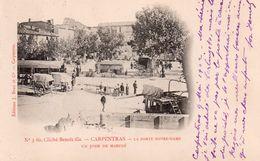 CPA Carpentras La Porte Notre Dame Un Jour De Marché - Carpentras