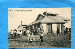 Le Barbier -coiffeur-salon En Plein Air-camp Du LARZAC-animée-années 1900+-édition Gase - Autres