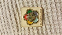 MOSCOU  1985 - Pin's & Anstecknadeln