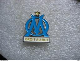 Pin's Embleme Du Club De Football De MARSEILLE. Droit Au But - Football