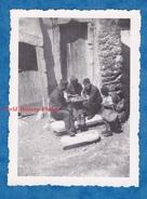 Photo Ancienne - CHEZY En ORXOIS Ou Environs - Partie De Dames Entre Militaire - 1940 WW2 Aisne Game Jeu Garçon Boy - War, Military