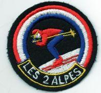 """écusson Tissu LES .2 ALPES, Skieur En Position""""oeuf"""" (à Peu Près !) 'éc.3) - Ecussons Tissu"""
