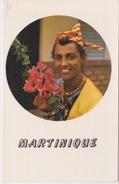 972 - LA MARTINIQUE - MARTINIQUAISE EN COSTUME LOCAL  - COIFFE - FLEUR BOUGAINVILLIERS - Martinique