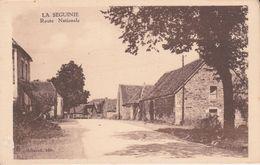 CPA  (24) Vallée De LA SEGUINIE.  Petit Village Sur La Route Nationale. RN10  ..G445 - Autres Communes