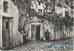 Basilicata-matera Citta' Vita Nelle Grotte Veduta Donna Che Fila - Matera