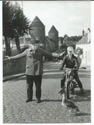 """BIDULLE"" CANARD SAVANT DU FILM ""L'AFFAIRE BLAIREAU"" D'YVES ROBERT A SEMUR-EN-AUXOIS - PHOTO DU 4.09.57 - Beroemde Personen"