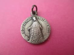 Petite Médaille Religieuse Ancienne/ Basilique  ND D'Afrique / ALGER//Début XXéme Siécle      CAN429 - Religion & Esotericism