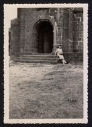 Photographie Ancienne Dabo En Moselle, Femme Devant L'église St Léon En 1951 (photo 298) - Places