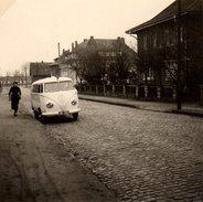 Petite Photo Originale Volkswagen Combi Split Ambulance & Girofare 1950- VW Bus Ambulance - Kombi - - Automobili