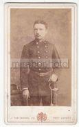 Photo CDV Foto Circa 1885 - Militär Uniform Soldat Mit Säbel - J. Van Crewel Jeune, Anvers - Krieg, Militär
