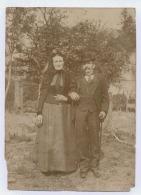 COUPLE EN HABITS DE SORTIE PHOTO NON SITUEE - Photographs