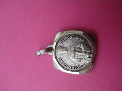 Petite Médaille Religieuse Ancienne /Notre Dame De PONT-MAIN / Laval/ XXéme Siécle    CAN449 - Religión & Esoterismo