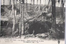D 240  CP     EN ARGONNE GUERRE 1914 1918  HUTTES CONSTRUITES PAR NOS POILUS - Champagne-Ardenne