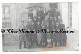 CONSTANTINE - CLASSE ENFANTS GARCONS ECOLE - PUB PNEU HUTCHINSON - ALGERIE - CARTE PHOTO - CPA - CARTE POSTALE ANCIENNE - Algeria