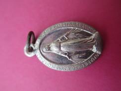 Petite Médaille Religieuse Ancienne /Vierge Marie /Monogramme/Début XXéme Siécle    CAN454 - Religion & Esotericism