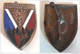 """Rare Insigne émaillé """"DRAGO DEPOSE""""  1945 -ECOLE DES CADRES SERVICE DE SANTE - RHIN Et DANUBE -WILDAD - Servicios Medicos"""