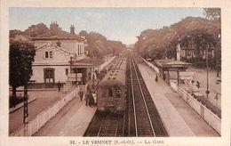 78 - Le Vésinet - La Gare (belle Animation, Colorisée) - Le Vésinet