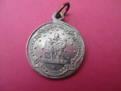 Médaille Religieuse Ancienne/Saint Martin Coupant Son Manteau/Saint Martin Eveque/Fin XIXéme Siécle     CAN479 - Religion & Esotericism