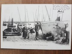 Douarnenez.toilette D'une Barque De Pêche.édition Villard 1223 - Douarnenez